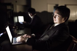 長時間労働の危険性!残業80時間は注意、残業100時間は危険!